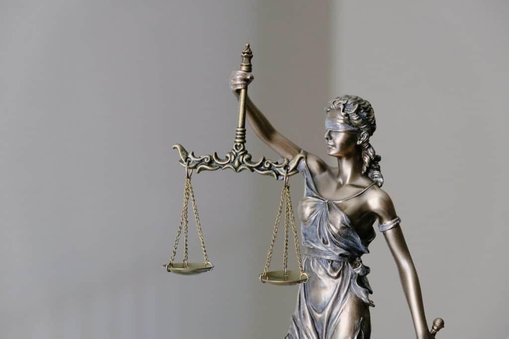 statuette de la justice